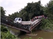 पश्चिम बंगाल में एक और पुल ढहने से युवक हुआ घायल, गरमाई राजनीति