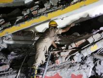 नोएडा के रबूपुरा में दो मंजिला इमारत गिरी, दो बच्चियों की मौत