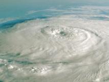निरंकार सिंह का ब्लॉग: क्यों आ रहे हैं दुनिया में बड़े-बड़े तूफान?