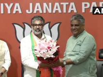 पूर्व प्रधानमंत्री चंद्रशेखर के पुत्रनीरज शेखर भाजपा में शामिल, सपा को झटका