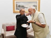 प्रणब दा से मिले पीएम मोदी, लिया आशीर्वाद,पूर्व राष्ट्रपति ने मिठाई खिलाई,मुखर्जी सेमिलना हमेशा समृद्धकारी अनुभव