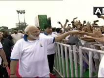 """मोदी ने ट्वीट किया, """"योग को और लोग अपनाएं, कहा- योग गुरु परहमेंबेहद गर्व है"""""""