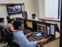 सेंसेक्स 491 अंक टूटा, भारत-अमेरिकी व्यापार युद्ध चिंता से डूबा बाजार, गिरावट से निवेशकों को 2 लाख करोड़ रुपये से अधिक की चपत