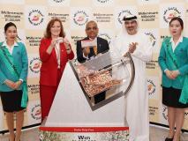 दुबई: दो भारतीयों ने लॉटरी में 10 लाख अमेरिकी डॉलर जीते, यहां खर्च करने का लिया संकल्प