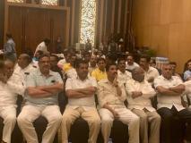 कर्नाटक सियासी संकट: कल के फ्लोर टेस्ट की तैयारी में जुटी कांग्रेस, ताज होटल में विधायक दल की हुई बैठक