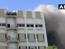 मुबंई: बांद्रा में स्थित एमटीएनएल बिल्डिंग में लगी भीषण आग, दमकल की 14 गाड़ियां मौजूद
