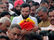 पूर्व केंद्रीय मंत्री अरुण जेटली की अस्थियां गंगा में प्रवाहित,पुत्र रोहन ने की पूजा
