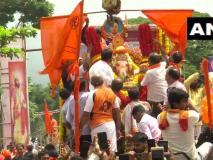 'गणपति बप्पा मोरया, अगले बरस तू जल्दी आ' के जयकारों के साथगणेश प्रतिमाओं को विसर्जित किया