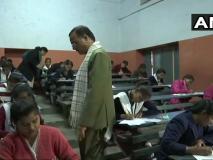 UP Board Exam 2019: यूपी बोर्ड में हाईस्कूल-इंटरमीडिएट की परीक्षाएं शुरू, एग्जाम सेंटर पहुंचे शिक्षा मंत्री