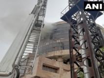 दिल्ली: कड़कड़डूमा के स्वास्थ्य सेवा महानिदेशालय के दफ्तर में लगी आग, मौके पर 22 दमकल की गाड़ियां मौजूद