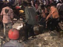 मुंबई छत्रपति शिवाजी महाराज टर्मिनस के पास फुटओवर ब्रिज गिरा, 3 की मौत, 34 घायल