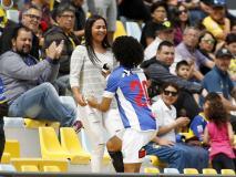 गोल मारते ही पैवेलियन में बैठी गर्लफ्रेंड के पास पहुंच गया फुटबॉलर, वायरल हुई ये इजहार-ए-मुहब्बत