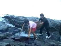 Viral Video: गोवा में बीच पर सूर्योदय का मजा ले रहे थे चार दोस्त, मौत बनकर आई लहर
