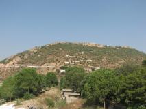 Govardhan Puja: सिर्फ 170 रुपये खर्च कर दिल्ली से सिर्फ 2 घंटे में पहुंच सकते हैं 'गोवर्धन पर्वत'