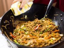 मानसून का लेना है भरपूर मजा तो घर पर इस रेसिपी से बनाएं 'चिली गार्लिक नूडल्स', बस 25 मिनट लगेंगे