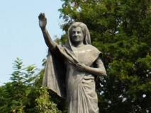 आज भी अनावरण के इंतजार में यहां खड़ी है इंदिरा गांधी की प्रतिमा, 33 साल से पहले हुआ था निर्माण