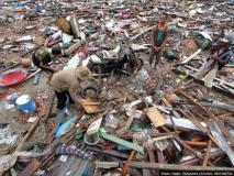 इंडोनेशिया में सुनामी से अब तक 373 की मौत, हजारों लोग घायल