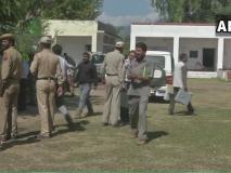 जम्मू कश्मीर निकाय चुनावः मतदान से पहले उम्मीदवार नहीं, सुरक्षाबल पहुंचे डोर टू डोर