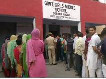 जम्मू कश्मीरः पत्थरबाजी और कांग्रेस के बटन न दबने की शिकायतों के बीच पहले चरण का मतदान संपन्न