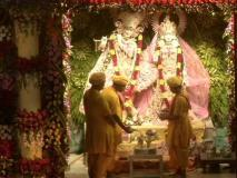 हिन्दू-मुस्लिम एकता की अनूठी मिसाल, सवा सौ साल से कृष्ण जन्म की बधाइयां गाता आ रहा है एक मुस्लिम परिवार