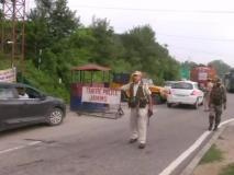 जम्मू-श्रीनगर हाइवे पर चेकिंग के दौरान आतंकी हमला, ट्रक ड्राइवर और कंडक्टर गिरफ्तार
