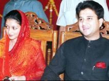 कांग्रेस ज्योतिरादित्य सिंधिया की पत्नी को ग्वालियर से दे सकती है टिकट, BJP सिंधिया की बुआ या मामी पर लगाएगी दाव