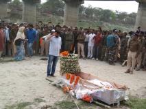 बिहारः शहीद को अंतिम विदाई देने नहीं पहुंचा एनडीए का कोई नेता, मोदी की रैली में रहे व्यस्त