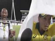 ऑस्ट्रेलियाई कप्तान के साथ हुई अजीब घटना, मैच के बाद इंटरव्यू देते समय ऊपर आ गिरा बैनर, वीडियो वायरल