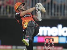 ओवर की 7वीं गेंद पर आउट हुआ बल्लेबाज, अंपायर भी नहीं पकड़ पाए गलती, जमकर हुआ विवाद