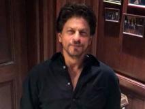 Video: वरुण धवन के 'सुई धागा' चैलेंज को शाहरुख़ खान ने किया स्वीकार, मजेदार ढंग से डाला सुई में धागा