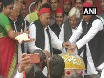 मुलायम सिंह यादव ने 81 किलो का लड्डू काटकर मनाया अपना ब्रथडे, सीएम योगी ने ट्वीट कर दी शुभकामनाएं