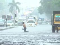 मुंबई में बारिश के कहर से थमने लगी रफ्तार, जनजीवन हुआ अस्त-व्यस्त