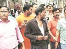 मुजफ्फरनगर: घर में दरवाजे की जगह कुली को तिरंगा लटकाना पड़ा महंगा, हुई गिरफ्तारी
