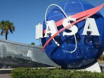 नासा को डोनाल्ड ट्रंप ने दिया झटका, कहा- चांद पर जाने की बजाय दूसरी बड़ी चीजों पर ध्यान देना बेहतर