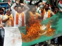 पुलवामा हमला: महाराष्ट्र के औरंगाबाद में प्रदर्शनकारियों ने पाकिस्तानी झंडे जलाए