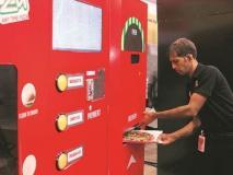 IRCTC ने स्टेशनों पर लगाई पिज्जा वेंडिंग मशीन, लाइन-टोकन से मुक्ति, अब चंद मिनटों में मिलेगा पिज्जा