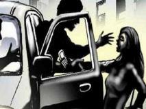 15 अगस्त के दिन परिचित शख्स ने महिला के साथ चलती कार में किया रेप, उसके बाद सड़क पर फेंका