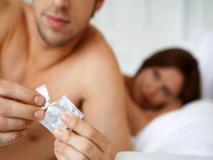 International Condom Day: कंडोम पहनने का ये तरीका अच्छी तरह जान लें जवान लड़के-लड़कियां, सेक्स रोगों से बच जाएंगे