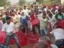 बिहार: तेजस्वी यादव की रैली में आपस में भिड़े RJD कार्यकर्ता