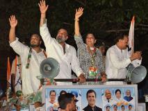 लोकसभा चुनाव 2019: मुंबई की सड़कों पर उतरे संजय दत्त, बहन प्रिया दत्त के लिए मांगे वोट