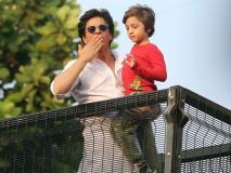 In Pics: शाहरुख खान ने बेटे अबराम संग दी 'मन्नत' के बाहर फैंस को ईद की बधाई