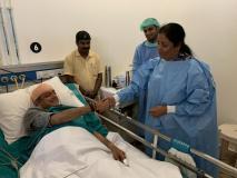 चुनावी बयानबाजियों के बीच घायल शशि थरूर से अस्पताल में मिलने पहुंचीं निर्मला सीतारमण, तस्वीर वायरल