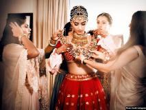 सोनम-आनंद की शादी बनी 'मोस्ट स्टाइलिंग वेडिंग ऑफ द ईयर', Vogue पर छाई तस्वीरें