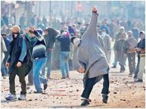 कश्मीर में सुरक्षाबलों के लिए बंदूकधारी आतंकी नहीं, ओवर ग्राउंड वर्कर और पत्थरबाज हैं असली खतरा