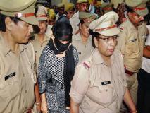 चिन्मयानंद पर ब्लैकमेलिंग के आरोप में गिरफ्तार हुई पीड़िता के पिता का आरोप, 'बेटी को इसलिए जेल भेजा गया ताकी हम केस वापस लें'