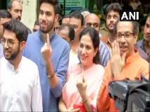 Maharashtra, Haryana Elections 2019 Live Updates: ठाकरे परिवार ने मुंबई, सीएम फड़नवीस ने पत्नी अमृता के साथ नागपुर में किया मतदान