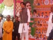 सुल्तानपुर में कांग्रेस प्रत्याशी पर वरुण गांधी का विवादित बयान, संजय गांधी का लड़का हूं, इन जैसों से जूते के फीते खुलवाता हूं