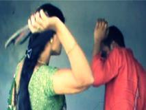 बिहार: लड़की से प्रेमी को चप्पल से पिटवाया, फिर चप्पल पर थुकवाकर चटवाया, जुर्माना वसूला