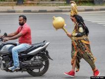 बेंगलुरु पुलिस ने इस खास काम के लिए 'यमराज' को उतारा सड़क पर, देखें तस्वीरें