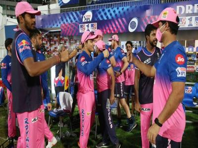 IPL 2021: घर में देखने के लिए नहीं होता था टीवी, पिता टेंपो चलाकर भरते थे परिवार का पेट, अब बेटे ने आईपीएल में मचाया धमाल - Hindi News | Rajasthan vs PBKS, 4th Match Chetan Sakariya debut against punjab kings | Latest cricket News at Lokmatnews.in